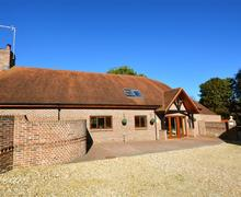 Snaptrip - Last minute cottages - Cosy Osmington Lodge S43327 - Exterior