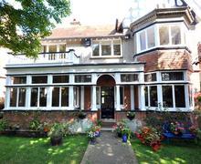 Snaptrip - Last minute cottages - Quaint Weymouth Cottage S43366 - DSC_0540