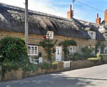 Snaptrip - Last minute cottages - Quaint Burton Bradstock Cottage S43162 - Applebarn