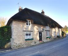 Snaptrip - Last minute cottages - Tasteful Lulworth Cottage S44024 - external