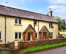 Snaptrip - Last minute cottages - Quaint Milton Abbas Cottage S43286 - Exterior