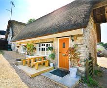 Snaptrip - Last minute cottages - Cosy Osmington Cottage S44301 - Magnolia Exterior