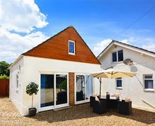 Snaptrip - Last minute cottages - Captivating Osmington Lodge S60320 - Exterior