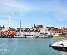 Snaptrip - Last minute cottages - Superb Weymouth Cottage S43173 - Buccaneer ext