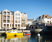 Snaptrip - Last minute cottages - Inviting Weymouth Apartment S43248 - Exterior