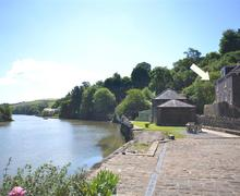 Snaptrip - Last minute cottages - Tasteful South Devon Tuckenhay Cottage S58786 - Perch Waterside with arrow_R