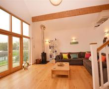 Snaptrip - Last minute cottages - Quaint Cornwall Talland Bay Cottage S58648 - 27 lounge 1 (R)