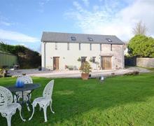 Snaptrip - Last minute cottages - Attractive South Devon Modbury Cottage S76876 - front lawn exterior
