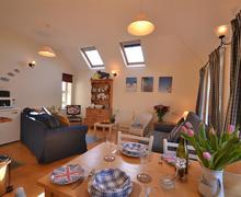 Snaptrip - Last minute cottages - Luxury South Devon Hope Cove Cottage S58567 - Barnacle living room