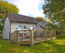 Snaptrip - Last minute cottages - Luxury North Devon Highampton Cottage S58777 - 2 Lake External 2_R light