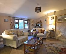Snaptrip - Last minute cottages - Tasteful Cornwall Looe Cottage S76901 - Walled living2_R