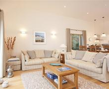 Snaptrip - Last minute cottages - Splendid Cornwall Talland Bay Cottage S58424 - Number 22 Talland Bay living diner