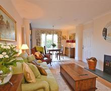 Snaptrip - Last minute cottages - Luxury East Devon Exmouth Apartment S58791 - Exmouth 129_R