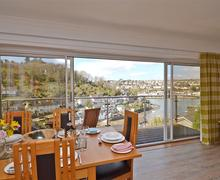 Snaptrip - Last minute cottages - Captivating South Devon Noss Mayo Cottage S58271 - Outport dining view_R