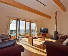 Snaptrip - Last minute cottages - Quaint Cornwall Talland Bay Cottage S58427 - 43TALL living room 1_R