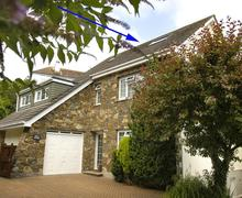 Snaptrip - Last minute cottages - Tasteful South Devon Salcombe Apartment S58371 - I Dell Apartment ext with arrow