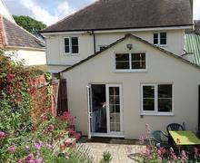 Snaptrip - Last minute cottages - Beautiful Dorset Charmouth Cottage S77067 - garden1 (2)_R