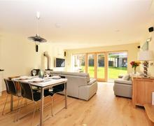 Snaptrip - Last minute cottages - Attractive Cornwall Talland Bay Cottage S58319 - 2 lounge 3 (R)