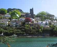 Snaptrip - Last minute cottages - Cosy South Devon Noss Mayo Cottage S58250 - Churchunder with arrow