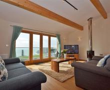 Snaptrip - Last minute cottages - Wonderful Cornwall Talland Bay Cottage S58462 - 42TALL living room 2_R