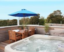 Snaptrip - Last minute cottages - Wonderful Cornwall Talland Bay Cottage S58474 - Number 17 rooftop terrace