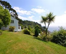 Snaptrip - Last minute cottages - Exquisite Cornwall Polperro Cottage S60597 - West House garden2_R