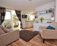 Snaptrip - Last minute cottages - Quaint South Devon Malborough Apartment S58392 - Greenview Apt lounge (4)