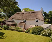 Snaptrip - Last minute cottages - Beautiful South Devon Torcross Cottage S58349 - Old Thatch exterior5_R