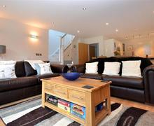 Snaptrip - Last minute cottages - Attractive Cornwall Talland Bay Cottage S58235 - 5 lounge 1 (R)