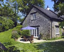 Snaptrip - Last minute cottages - Excellent South Devon Holbeton Cottage S58581 - Pippin Cottage ext