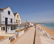 Snaptrip - Last minute cottages - Quaint South Devon Torcross Cottage S59019 - Shingle House exterior5_R