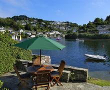 Snaptrip - Last minute cottages - Inviting South Devon Newton Ferrers Cottage S58624 - A Glen Cottage Waterside patio