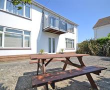 Snaptrip - Last minute cottages - Captivating Milford On Sea Lodge S58905 - Sea patio_R