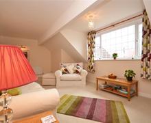 Snaptrip - Last minute cottages - Tasteful Milford On Sea Cottage S58837 - Lounge 3