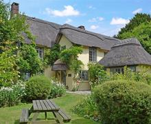Snaptrip - Last minute cottages - Excellent Fordingbridge Cottage S58861 - Beck Cottage_sky edit