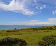Snaptrip - Last minute cottages - Wonderful Milford On Sea Cottage S58843 - Shinglebank Balcony View 1