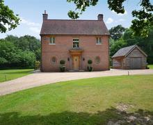 Snaptrip - Last minute cottages - Delightful Beaulieu Cottage S58866 - Clobb exterior1_R