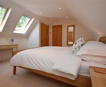 Snaptrip - Last minute cottages - Lovely Lymington Apartment S58939 - 2nd floor double room 1