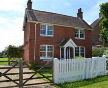 Snaptrip - Last minute cottages - Inviting Keyhaven Cottage S58828 - Homelea