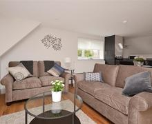 Snaptrip - Last minute cottages - Beautiful Brockenhurst Apartment S58941 - 1 Albero lounge 2_R