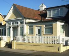 Snaptrip - Last minute cottages - Wonderful Milford On Sea Cottage S58938 - MayCot2ext