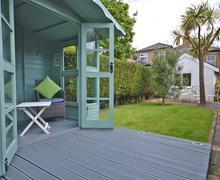 Snaptrip - Last minute cottages - Charming Lymington Cottage S58833 - Sherston deck_R
