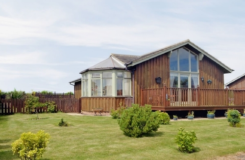 Snaptrip - Last minute cottages - Delightful Warkworth Lodge S14695 -