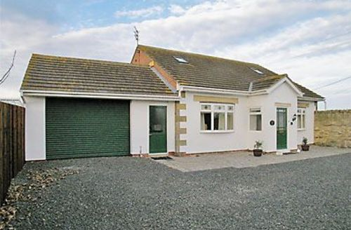 Snaptrip - Last minute cottages - Inviting Warkworth Cottage S14703 -
