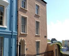 Snaptrip - Last minute cottages - Gorgeous Tenby Town Walls Apartment S75994 - K364d BR MAIN