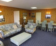Snaptrip - Last minute cottages - Captivating Lamphey Apartment S75806 - k430 002 BR1