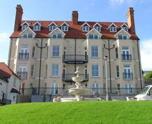Snaptrip - Last minute cottages - Excellent Tenby Apartment S75887 - j306