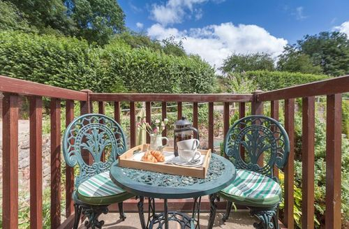 Snaptrip - Last minute cottages - Tasteful Newton Abbot Cottage S1273 - Garden views from balcony