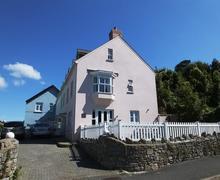 Snaptrip - Last minute cottages - Luxury Tenby Cottage S75797 - J812 BR1