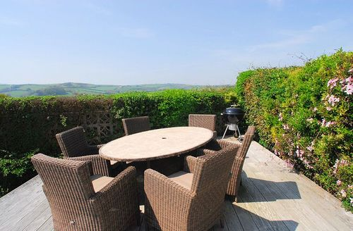 Snaptrip - Last minute cottages - Tasteful Salcombe Lodge S1274 - Decked area ideal for al fresco dining